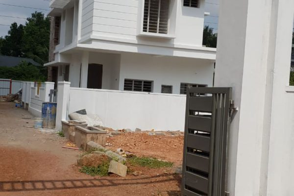 Villa for sale at lowest price at Thammanam